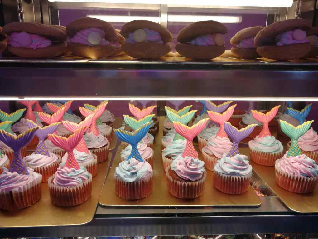 blue-pink-purple-mermaid-cupcakes