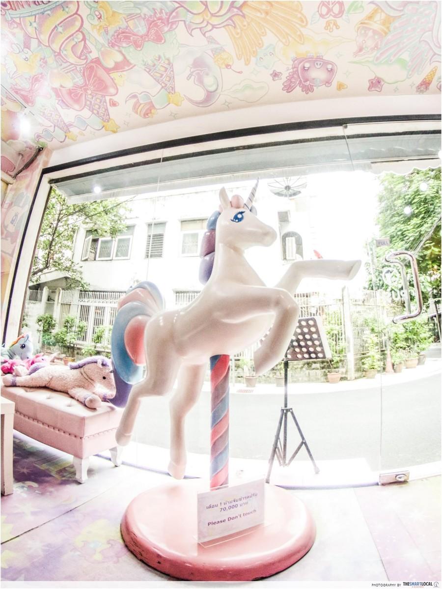 unicorn-cafe-1