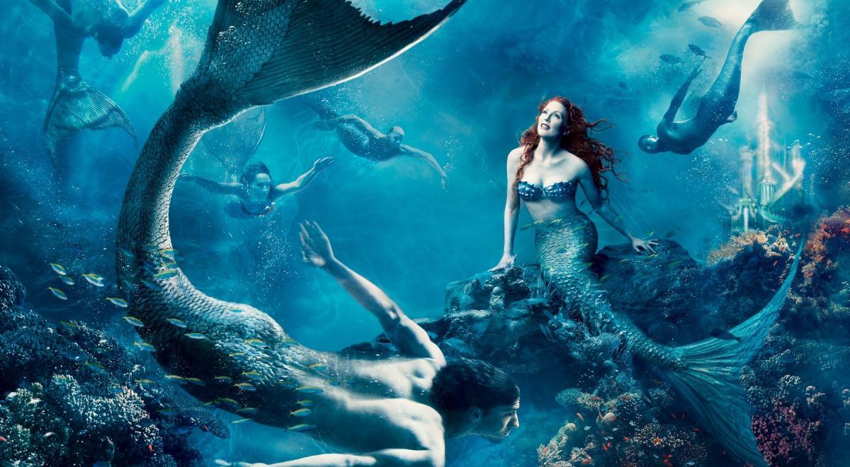 julianne-moore-michael-phelps-mermaid