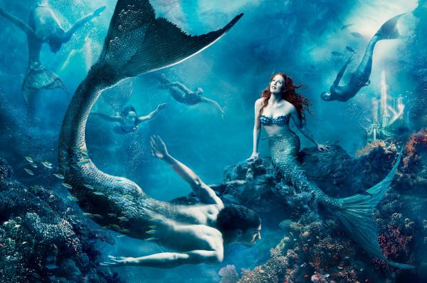 julianne-moore-michael-phelps-mermaid