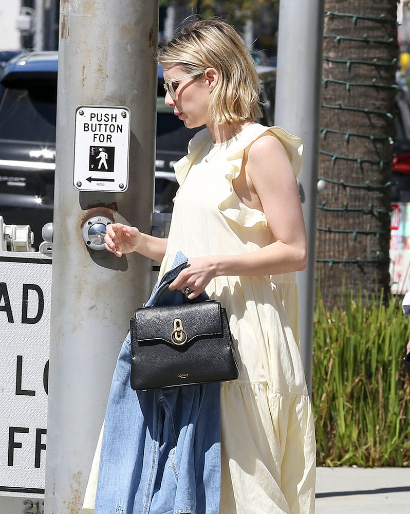 Emma-Roberts-Mulberry-Mini-Seaton-Bag-min.jpg