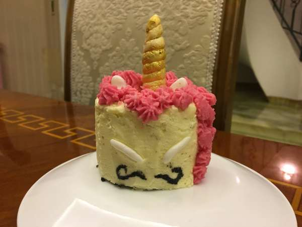 moustache-mini-unicorn-cake