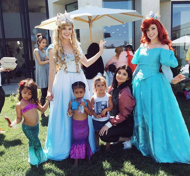 kardashian-walkable-mermaid-tail-mermaid-party