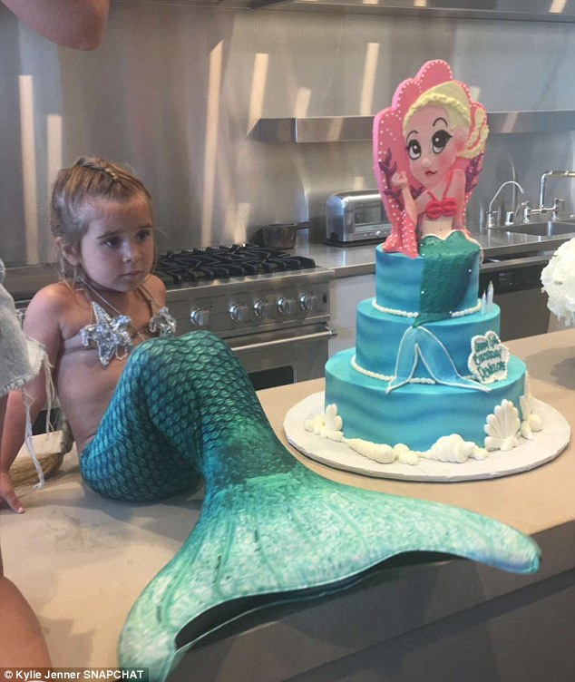 mermaid-tail-birthday