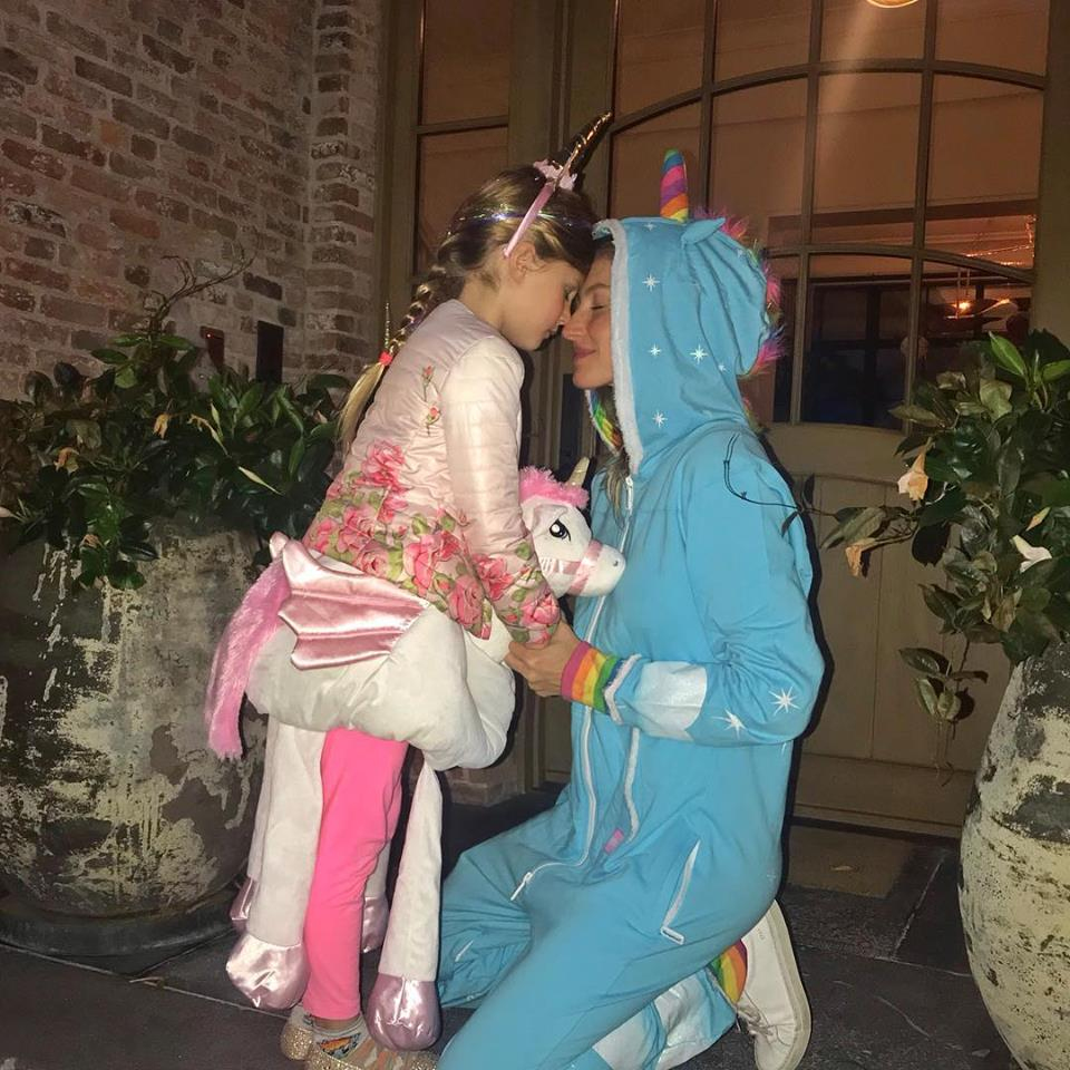 Gisele-bundchen-halloween-unicorn